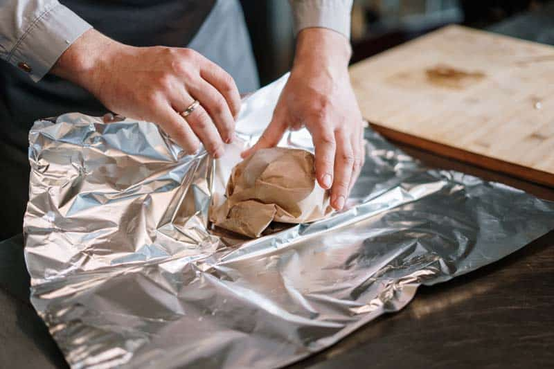 How to Use Aluminum Foil in Oven